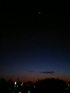 夕方すぎ…。金星と富士山
