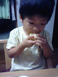 黄色好きのかずは、トウモロコシ大好き(笑)♪