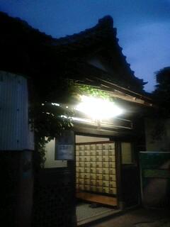 津田塾の町にそびえる煙突。