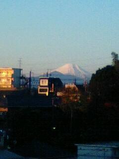 薄オレンジの富士山。